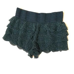 Pants - Ruffle shorts